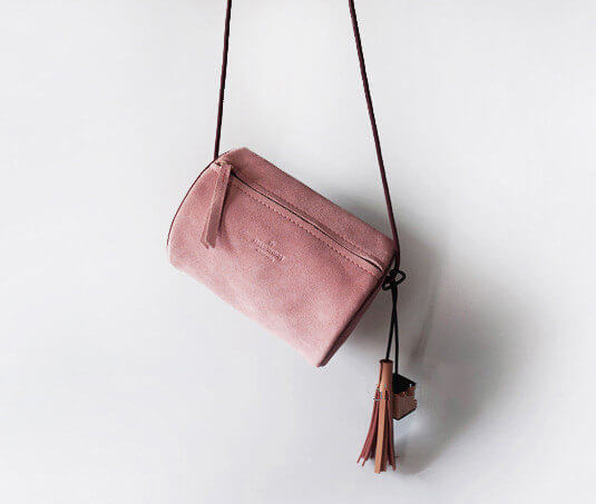 I'm in love this Artsy Etsy Gift Guide! Especially this raser Pink Suede Cross body Bag by Cloud and Rock!